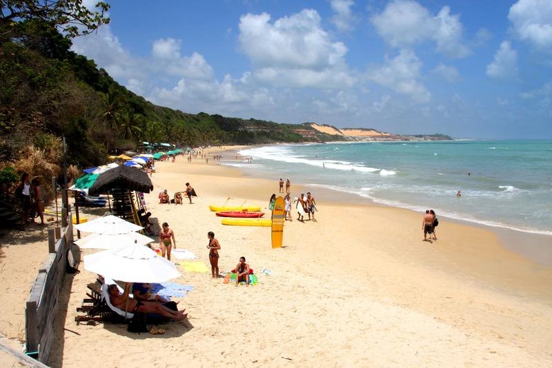 Praia do madeiro - ponto turistico que faz parte do roteiro bate e volta de pipa